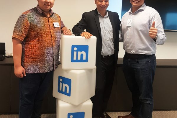 Our Managing Director, Mr Low Fang Kai attended an executive event at LinkedIn Asia-Pacific HQ Singapore on 27/11/2017 with Fred Kofman, author of the highly-acclaimed Conscious Business: How to build Value Through Values and VP of Leadership at LinkedIn.