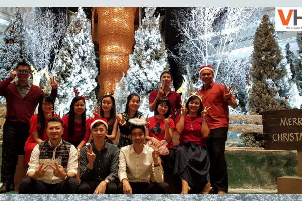 Isn't December the most wonderful time of the year? Let's celebrate this Christmas season with good friends and cheer. A very Merry Christmas to everyone from team VHR!