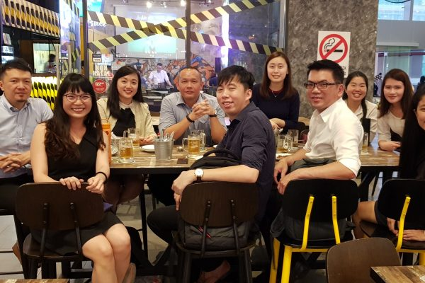 Throwback to our mini mid-week catch-up session over pizzas and fried chickens! We were lucky that Friday came slightly earlier for all of us here. TGIF and have a great weekend everyone!
